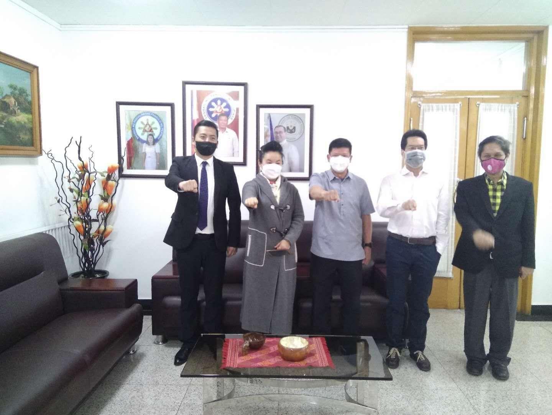 今日在菲律宾共和国驻华大使馆举行了中方企业供应菲律宾防疫物资交接仪式