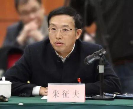 政协委员建议:政府向每人发2000元疫情补贴