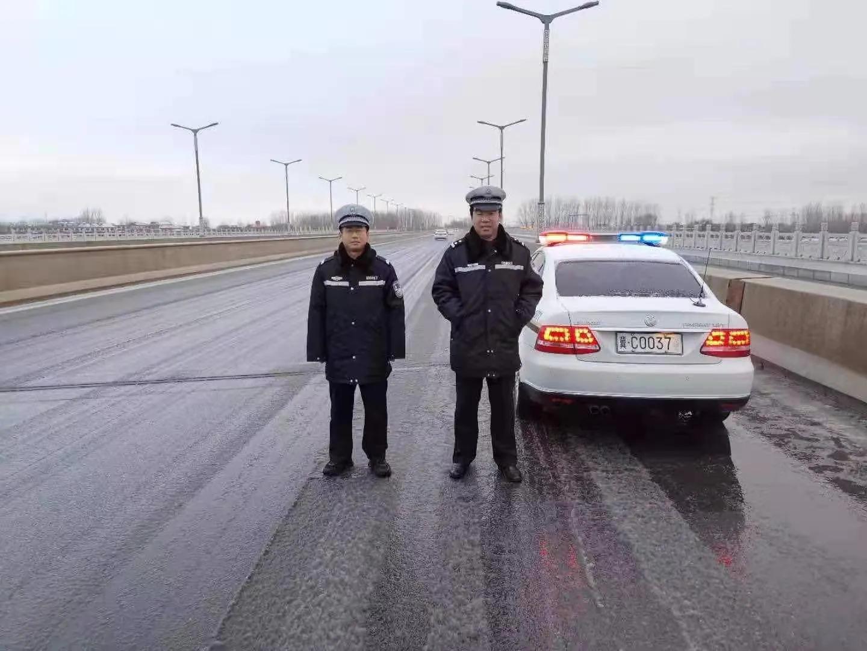 秦皇岛市公安局抚宁分局交通警察大队全心全意为人民服务