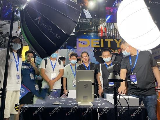 为直播带货而生——云犀MIX首次亮相第八届(杭州)全球新电商博览会