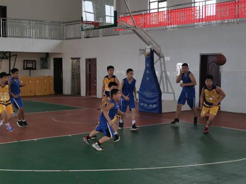 拼搏吧,努力吧!少年篮球爱好者许浩恩