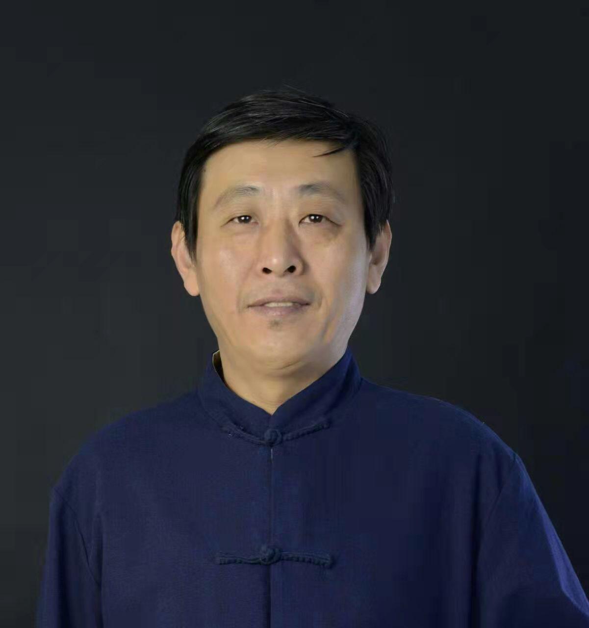 成鹏现为山东省红色文化研究院理事、高级画师
